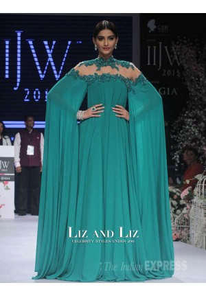 Sonam Kapoor Inspired Green Long-sleeve Backless Celebrity Prom Dresses